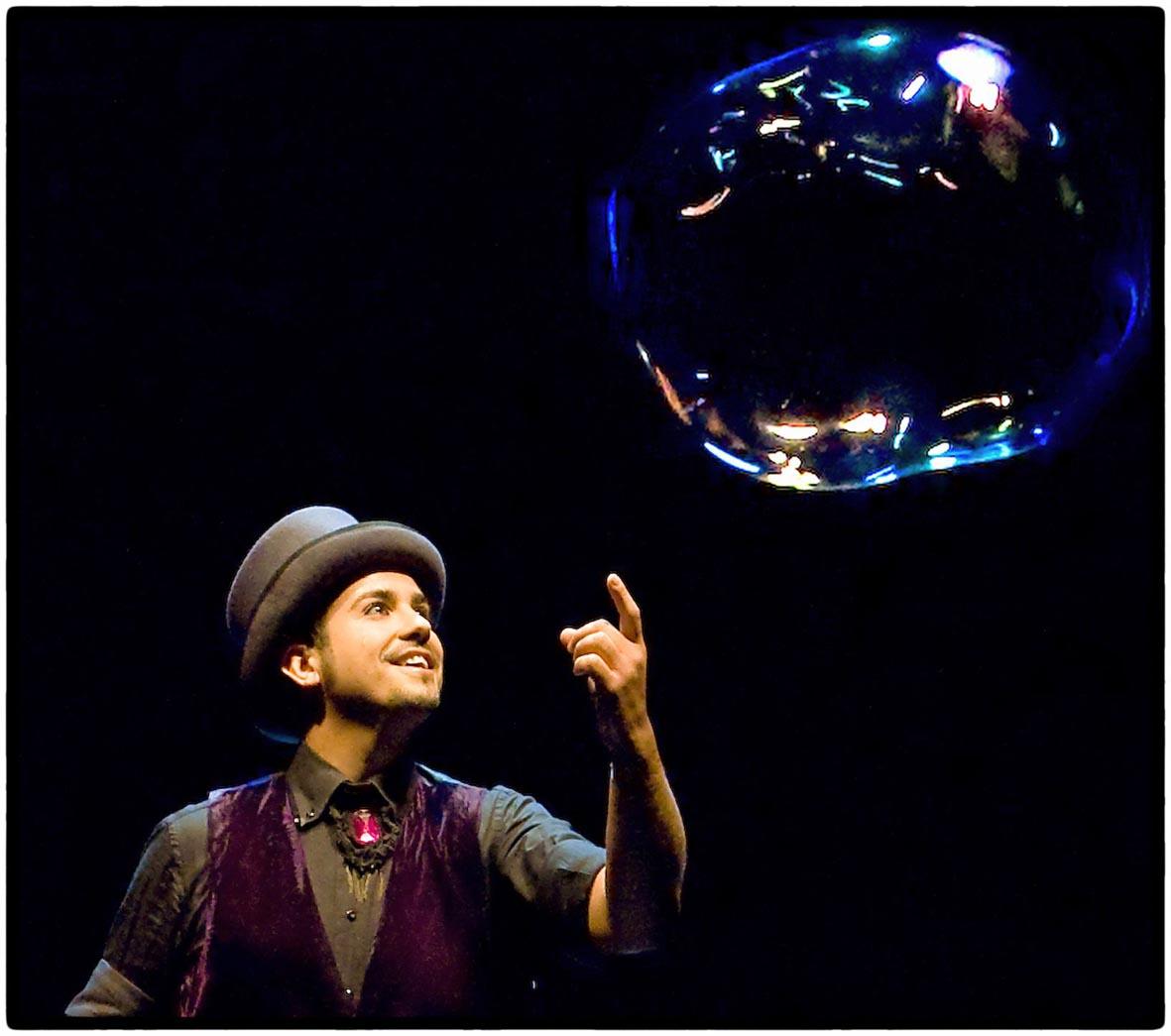 """Spettacolo """"Bubbles"""" a soli 12 euro !"""